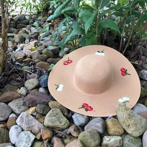 Floppy beach hat embroidered flowers